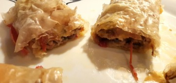 Ground meat rolls in filo pastry