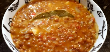 Lentil soup with tomato sauce