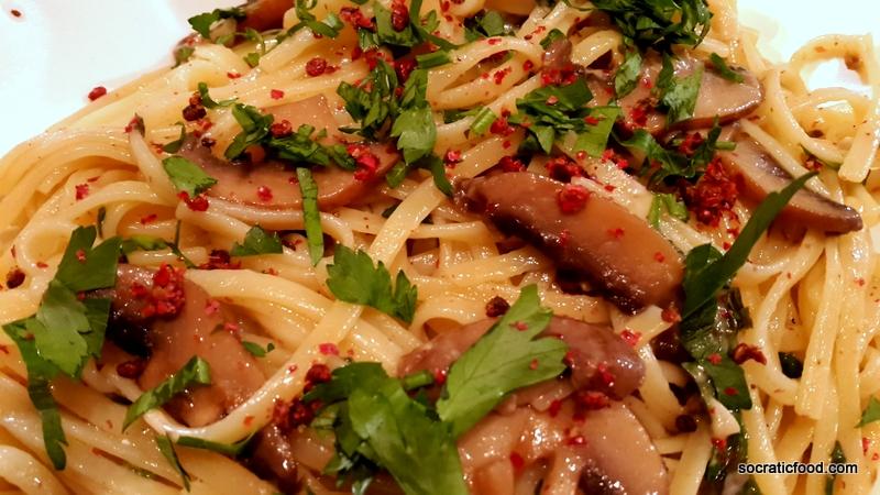 Pasta with garlic mushrooms