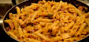 One-Pot Exotic Pasta with Chicken and Sausages